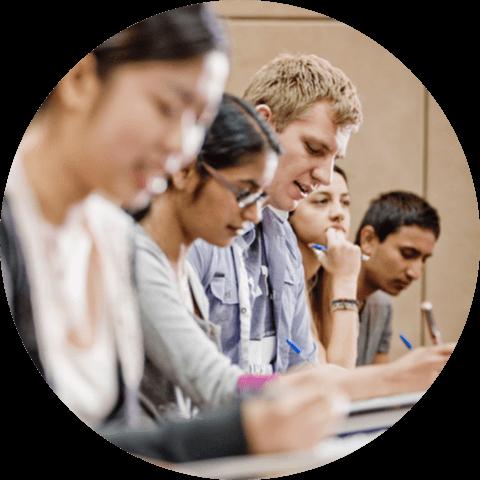 全球2万多所大学中QS排名前1.3%*
